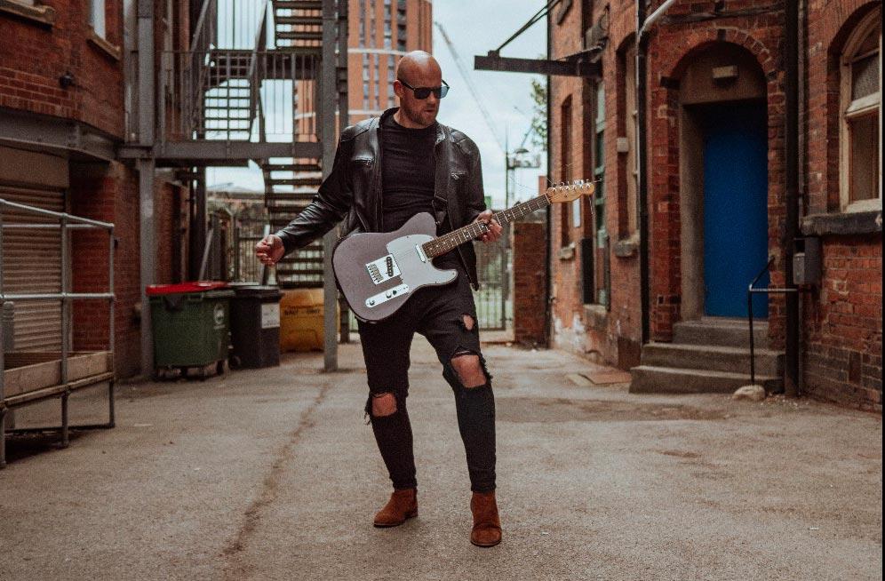 Rob Chew Singer/guitarist